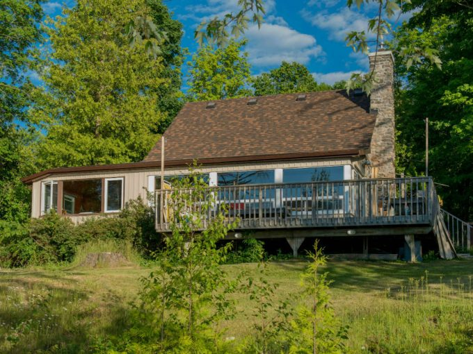 lovely cottage with shallow waters on Chemong Lake in the Kawartha Lakes region