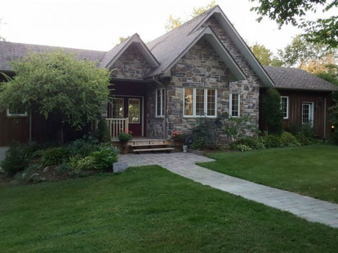 Washago Bay Cottage is a custom-built cottage for large family located on Lake Scugog, Kawartha Lake region
