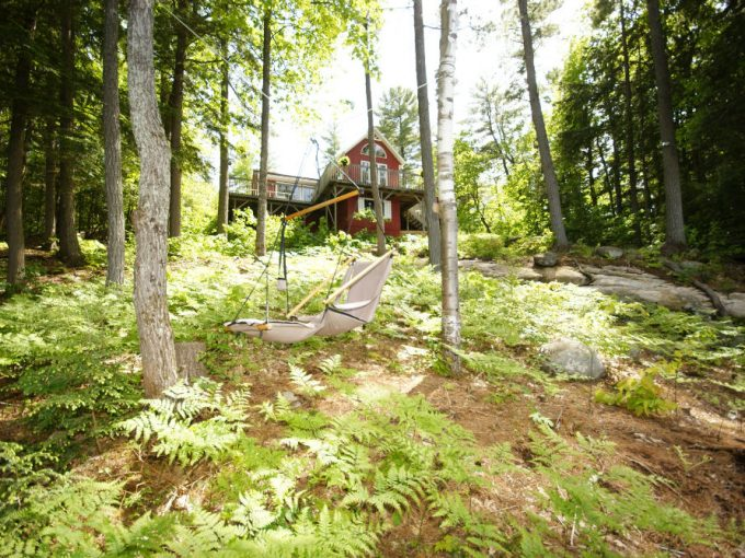 cottage located on Little Whitefish Lake and close to the hamlet of Rosseau in Muskoka, Muskoka Lake.