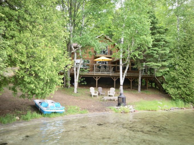 Sandy's Shore is a private beachfront property on Clear Lake